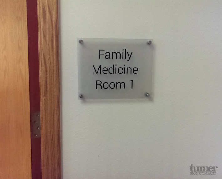 Dr office room navigation sign on frosted glass